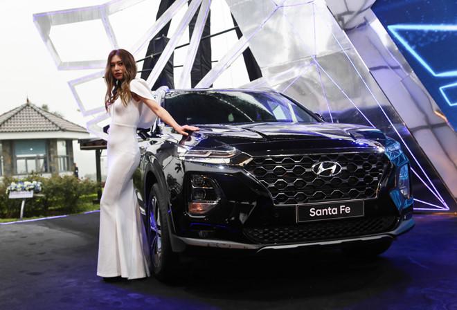 Hyundai Santa Fe chính thức ra mắt tại Việt Nam với 6 phiên bản.